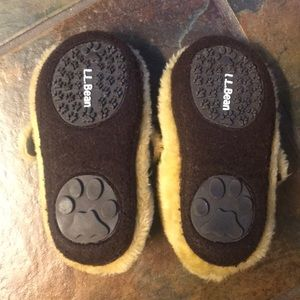 3658394200cd L.L. Bean Shoes - 🔻5  25 LL Bean toddler puppy slippers